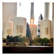 Habt Ihr auch einen tollen 1. Advent? Ich geh gleich mit meinen Jungs das erste mal auf den Christkindlmarkt 🌟🌟 Im Video vorher sehr Ihr, wie ich meinen diesjährigen Adventskranz gebastelt hab. Habt mich einen tollen Sonntag ne nicht zu viele Plätzchen schnabulieren 😆😘😘 • • • • #pinkcastlediy #selbermacherin #diyblog #diyblogger #diyblogger_de #germanblogger #germanblog #diy #selbermachen #creativelife #crafting #doityourself #moos #naturmaterialien #ausdernatur #deko #advent #tischdeko #ke Lila Pause, 1 Advent, Pink Castle, Pillar Candles, Knitting, Paracord, Organization, Couture, Instagram