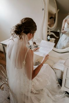 Bride getting ready and reading letter from groom Wedding Picture Poses, Romantic Wedding Photos, Wedding Poses, Wedding Photoshoot, Wedding Ideas, Wedding Details, Wedding Dresses, Bridesmaid Getting Ready, Getting Ready Wedding