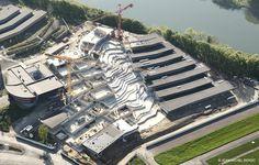 Dans les hauteurs de Revin (Ardennes), le lycée polyvalent Jean-Moulin accueille ses élèves dans ses nouveaux murs, conçus par l'agence d'architecture Duncan Lewis.  Chantier
