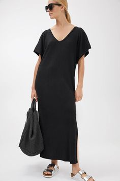 Maak je capsule wardrobe zomerklaar met deze items - Shopperella Black Kaftan, Sheer Fabrics, Lounge Wear, Hemline, Organic Cotton, What To Wear, Cold Shoulder Dress, Short Sleeves, Jumpsuit