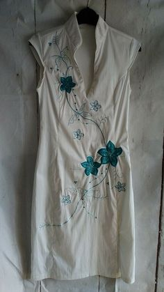 8465276ccb4 BEAUTIFUL JANE NORMAN DRESS SIZE 10 ORIENTAL STYLE. WHITE WITH TURQUOISE  FLOWERS  fashion