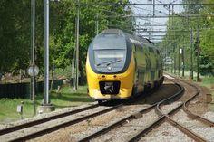 Hier een Intercity Dubbeldekker te Driebergen-Zeist in de richting van Arnhem en Nijmegen. op 12 mei 2012.  Here you see a Dubbledeck Intercity Service on Driebergen-Zeist in the Direction off Arnhem and Nijmegen, at May 12th, 2012