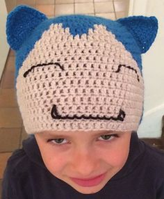 Pattern for a Pokemon Snorlax hat, worked in the round with treble crochet (UK) stitches so it is quite a quick one. The work here was in figuring out where and when to change colours to create the shape, and I've set this out clearly in the pattern. Pokemon Snorlax, Crochet Pokemon, Pokemon Go, Crochet Bebe, Crochet Hats, Color Change, Headbands, Free Pattern, Crochet Patterns