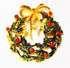 "Vintage ""Individual Green Enamel Holly Leaves with Red Enamel Berries Wreath Pin"" by BeccasBestJewelry on Etsy"