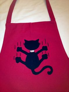 My bad cat on an apron! Fabric Crafts, Sewing Crafts, Sewing Projects, Sewing Appliques, Applique Patterns, Cute Aprons, Retro Apron, Cat Quilt, Sewing Aprons