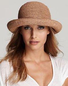 Fancy Hats, Cute Hats, Crochet Yarn, Hand Crochet, Sombrero A Crochet, Hats For Cancer Patients, Helen Kaminski, Crochet Hair Accessories, Raffia Hat