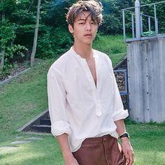 "IG @ mr_kanggun ""#CNBLUE_CINDERELLA #CNBLUE 왜 멋있는게 아니라 졸려 보이냐..?"""