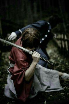 Himura Kenshin (Rurouni Kenshin/Samurai X) Samurai Weapons, Samurai Art, Samurai Warrior, Action Pose Reference, Action Poses, Rurouni Kenshin Movie, Kenshin Le Vagabond, Era Meiji, Anime Manga