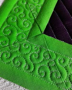 Pretty stitches. #judimadsen #longarmquilting #freemotionquilting…