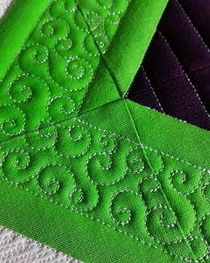 Pretty stitches. #judimadsen #longarmquilting #freemotionquilting…