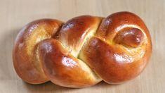 Einstrangzopf aus Hefeteig flechten Challah, Braided Bread, Iranian Food, Jewish Recipes, Pampered Chef, Bread Baking, Pain, Bagel, Bread Recipes