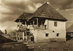 Romania old photos traditional romanian houses rural Romania People, Rural House, Vernacular Architecture, European House, Village Houses, Modern Landscaping, Rustic Interiors, Traditional House, Old Houses