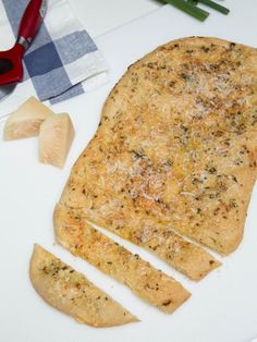 Very easy recipe for Parmesan Garlic Flatbread, amazing with salads or soups!