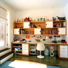 A study space with plenty of shelving opportunities by Platt Dana Architects.