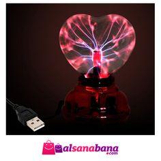 Kalp Şeklinde Elektrikli Küre Lamba Şık görünümüyle odanıza farklı bir atmosfer katacak olan bu ürünü çok seveceksiniz. Prize takılarak çalışır. İçerisine loş ışık veren lambalardan takarak gece lambası özelliği de verebilirsiniz.