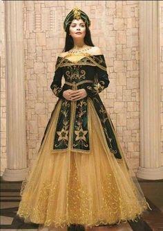 f45fae612c477 Gelinlik Aksesuarları · Instagram · Ziyafet Elbiseler, Arap Modası, Fas  Kaftanı, Kostüm Fikirleri, Saç Ve Güzellik,
