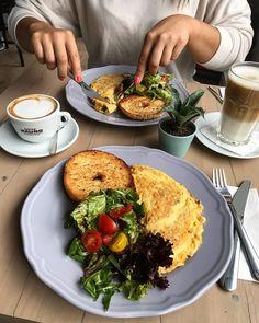 """776 kedvelés, 6 hozzászólás – Breakslow-Find Fast.Enjoy Slow (@breakslow_budapest) Instagram-hozzászólása: """"Can you imagine a Saturday morning without eggs?🍳😌 📍 @zsivanybudapest #breakslowbudapest…"""""""
