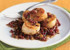 Pan-Seared Scallops (or trumpet mushrooms!!!) with Champagne Grapes and Almonds