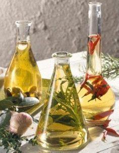 Das Rezept für Kräuteröl und weitere kostenlose Rezepte auf LECKER.de