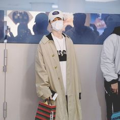 Thank god for multiple selection and stay true for all the #Hanbin pictures this morning - C