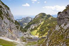 Wendelsteinzahnradbahn. Sie ist Deutschlands erste Hochgebirgsbahn und ein echtes Fahrerlebnis! Cog railway at the Wendelstein Alps. It is the first alpine railway in german history. Don't miss it, it's a great experience for sure!!!