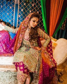 Trendy Mehndi Looks for Girls - Style. Pakistani Mehndi Dress, Bridal Mehndi Dresses, Pakistani Wedding Outfits, Pakistani Wedding Dresses, Pakistani Dress Design, Bridal Outfits, Pakistani Clothing, Wedding Hijab, Mehndi Outfit