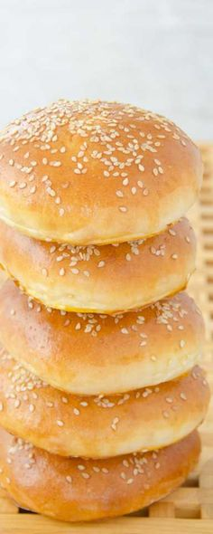 Bułki hamburgerowe Mini Hamburgers, Bread Recipes, Cooking Recipes, Homemade Burgers, Good Food, Yummy Food, Romanian Food, Burger Buns, Polish Recipes
