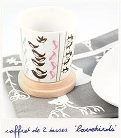 Lovebirds  [Mug] 29.50€  Joli coffret de deux tasses en porcelaine créé par Isak.  Imaginées par la designer suédoise Sarah Isaksson, ces tasses au design rétro typiquement scandinave sont aussi pratiques que jolies.