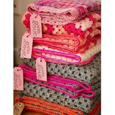 #pinterest #iyiakşamlar #örgü #battaniye #örgüvedekorasyon #knittinganddecoration #crochet #blanket #crochetblanket #goodevening