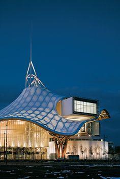 Centre Pompidou-Metz | Shigeru Ban & Jean de Gastines Location: Lorraine, France (la ruche).