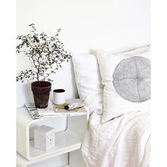 And that was the weekend folks. Almost time to hit the sack so here's a little serene #Bedroom Inspo from @whitelivingetc :cloud::cloud::cloud: G'night! :cloud::cloud::cloud:️ #tclloves #interiordesign #white #homes #interior #decor