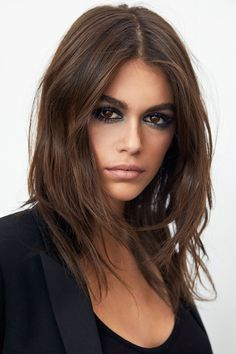 Long layered hair looks amazing and is an incredibly versatile cut yet its very simple to maintain. Check our which style suits you the most Cool Haircuts, Hairstyles Haircuts, Layered Hairstyles, Brunette Hairstyles, Ysl Beauty, Hair Beauty, Corte Y Color, Long Layered Hair, Medium Layered