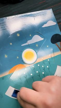 A super fun and interactive book about weather, perfect for ages Diy For Kids, Crafts For Kids, Tarjetas Diy, Diy And Crafts, Paper Crafts, Pop Up Art, Paper Pop, Interactive Cards, Craft Videos