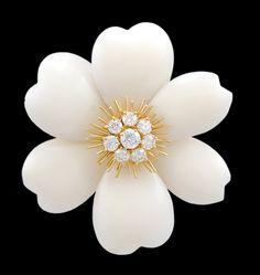 VAN CLEEF & ARPELS Diamond & White Coral Flower Pin 18K yellow gold Gold,  Diamond & White Coral Rose de Noel Flower Brooch.