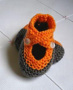 Sapatinho tipo boneca em tricô feito pela Cristina   Esta receita vai servir paraváriostamanhos de sapatinho, o que vai mudar é o numero...