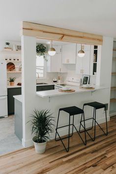 Home Decoration Ideas Crafts Mid-Century Ranch With Serene Minimal Style - Decoholic Decoration Ideas Crafts Mid-Century Ranch With Serene Minimal Style - Decoholic Kitchen Room Design, Home Room Design, Modern Kitchen Design, Home Decor Kitchen, Interior Design Kitchen, Kitchen Furniture, Home Kitchens, Kitchen Ideas, Kitchen Layout Plans