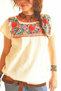 Flores rojas vintage embroidered Mexican hippie blouse