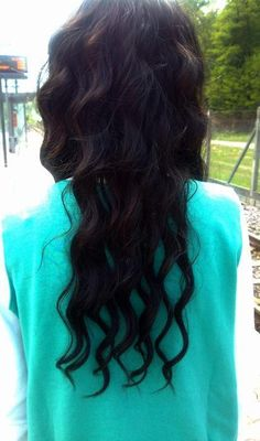 i want my hair to be wavy/curly like this for prom. nothing too intense