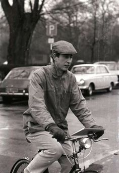 University student, Prince Charles rides his bike to class. Danish Royals, Swedish Royals, British Royals, Royal Prince, Prince Of Wales, Camilla Duchess Of Cornwall, Prince Charles And Camilla, Danish Royal Family, British Monarchy