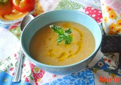 Gazpacho de pepino y aguacate con hierbabuena y cúrcuma. Ver receta: http://www.mis-recetas.org/recetas/show/37466-gazpacho-de-pepino-y-aguacate-con-hierbabuena-y-curcuma