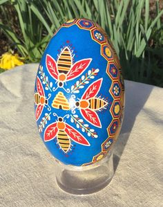 Hived honeybees and flowered honeycomb border goose pysanka with blue background Polish Easter, Acorn And Oak, Chicken Crafts, Ukrainian Easter Eggs, Egg Designs, Egg Art, All Things Cute, Egg Shells, Hobbies And Crafts