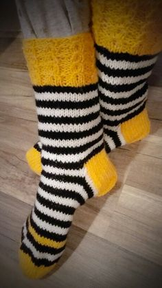 Fair Isle Knitting, Knitting Socks, Baby Knitting, Diy Crochet And Knitting, Marimekko, Cool Socks, Knitted Bags, Hosiery, Mittens