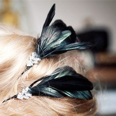 Create these cute feather hair pins with this easy to follow diy tutorial. #diycrafty