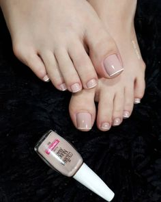18 Modelos de Unhas Dos pés Perfeitas Beautiful Toes, Pretty Toes, Classy Nails, Simple Nails, Gell Nails, Makeup Artist Tips, Sexy Toes, Beauty Inside, Mani Pedi