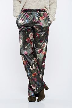 PrettyGirl green casual trousers with medium waist with floral print, women`s trousers, with pockets, floral prints, elastic waist, easy cut, velvet