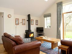 Set within the grounds of a 17th Century Grade II Listed house, The Bothy has a tranquil & peaceful setting while still being within easy reach of fabulous pubs, restaurants, castles & family-friendly days out. (The Bothy, Fordcombe, Tunbridge Wells, Kent, Sleeps 1-4) Bothy, Tunbridge Wells, Luxury Accommodation, Home Appliances, Cottage, 17th Century, Castles, Wood, Restaurants