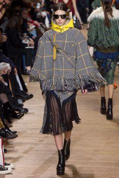 Sacai Fall 2017 Ready-to-Wear Collection Photos - Vogue Vogue Fashion, Fashion Week, Fashion 2017, Runway Fashion, Winter Fashion, Fashion Outfits, Womens Fashion, Fashion Trends, Ladies Fashion
