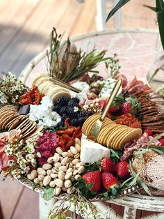 Party Food Platters, Cheese Platters, Charcuterie Recipes, Charcuterie Board, Festival Wedding, Holiday Festival, Shrimp And Grits Recipe New Orleans, Eat Happy, Antipasto Platter