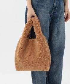 ボアバッグ☆モコモコのボアがグッと秋らしいスタイルに仕上げてくれるバッグ。荷物がたっぷり入る収納力・・・
