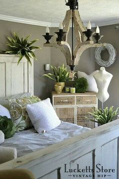 56 Ideas For Bedroom Green Grey Wood White Bedroom Decor, Wood Bedroom, Bedroom Green, Small Rustic House, Funky Junk Interiors, House Interiors, Bedroom Layouts, Bedroom Ideas, Farmhouse Chic